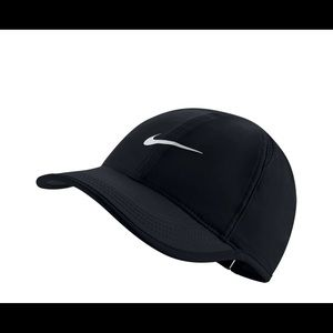 Nike Women's featherweight running hat